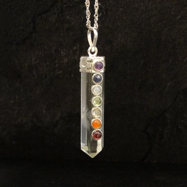 Bergkristal bedel met verschillende edelstenen