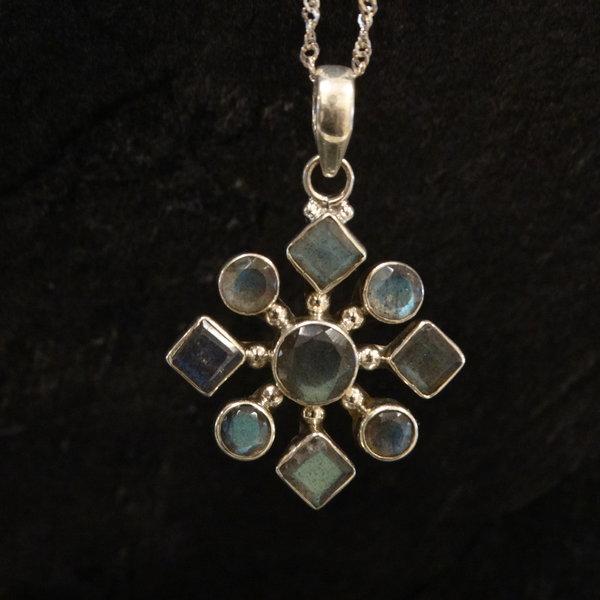 Labradoriet kettingbedel - 925 sterling zilver