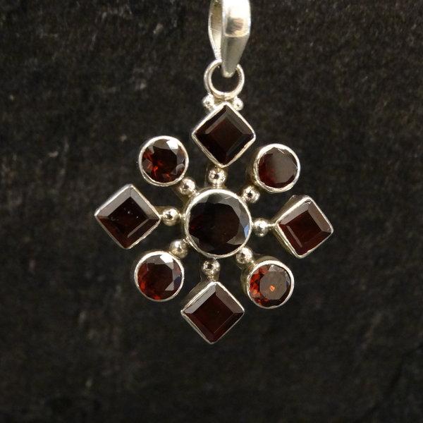 Granaat kettingbedel - 925 sterling zilver