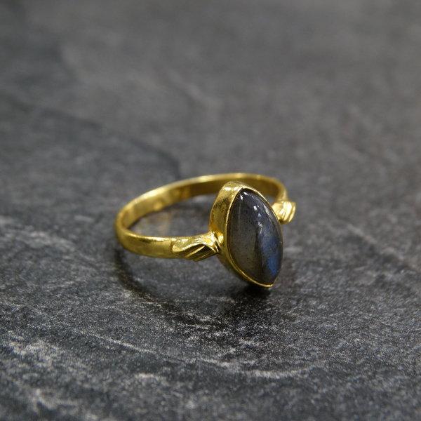 Labradoriet ring - 925 zilver verguld
