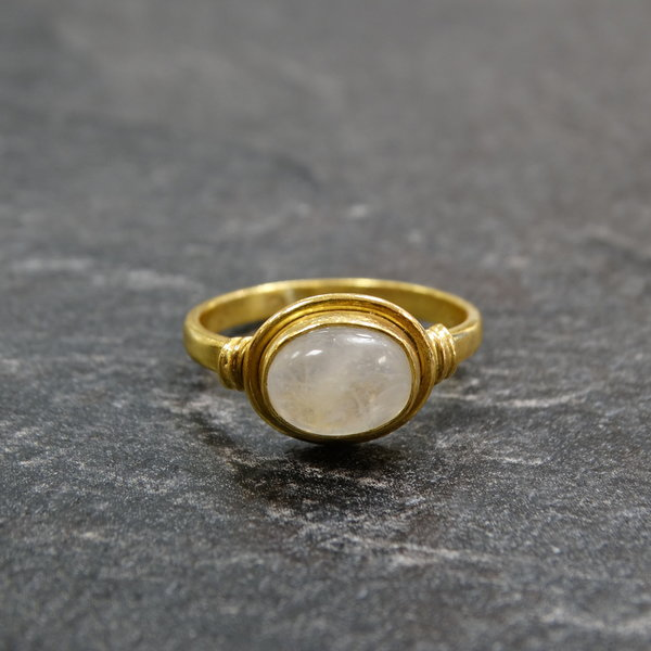 Maansteen ring - 925 zilver verguld