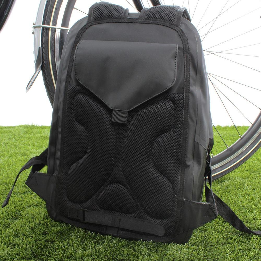 Basil Urban Dry Backpack 18L Mat Zwart   Fietstas en rugtas in 1! - Fietskrat.nl
