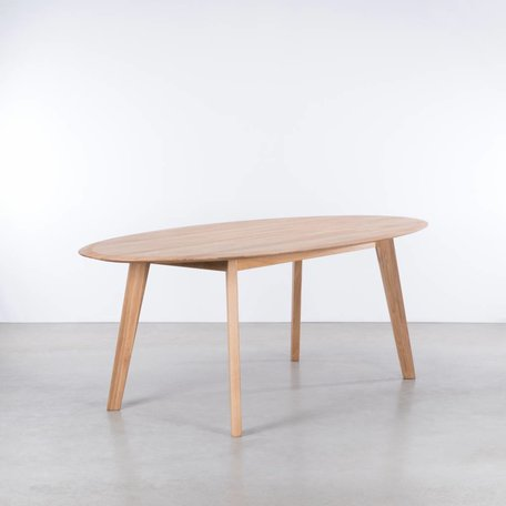 Samt Oval Table Oak