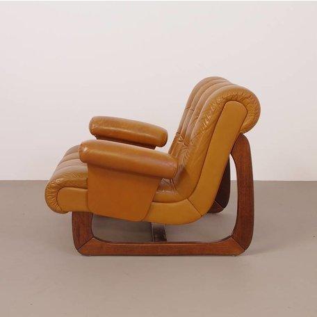 uitbundige fauteuil met alles wat vintage de moeite waard maakt!