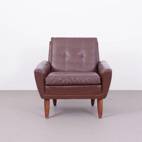 Georg Thams vintage leren fauteuil met ronde houten poten 60s