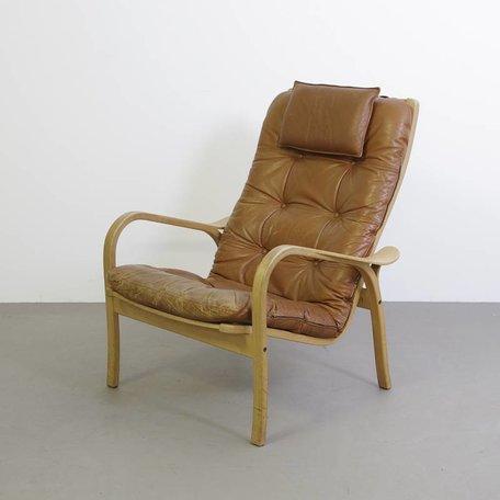 Yngve Ekstrom vintage leren fauteuil met houten frame en leren kussens