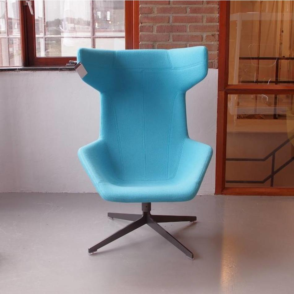 Moroso Fauteuil Take A Line For A Walk.Alfredo Haberli Take A Line For A Walk Fauteuil Met Orginele Vilt Stof Lichtblauw