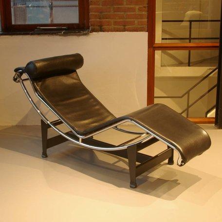 Le Corbusier LC4 Cassina zwart leer