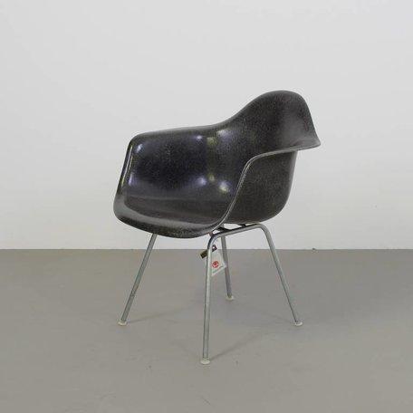 Eames Fiberglass armchair met  h-base - Zwart