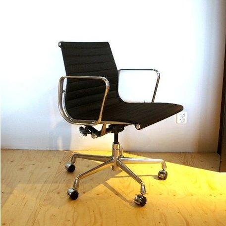 Eames EA117 - Zwart stof