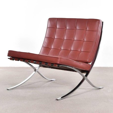 Mies van der Rohe Barcelona fauteuil Knoll roodbruin