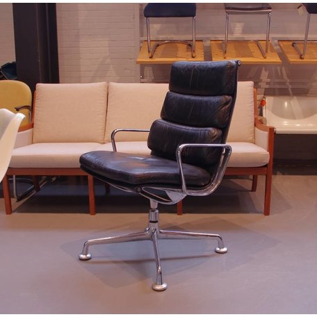 Eames softpad chair black leather early edition