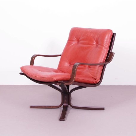 Vintage leren Noorse fauteuil met houten frame