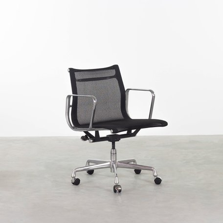 Eames EA117 (EA335) black netweave Herman Miller