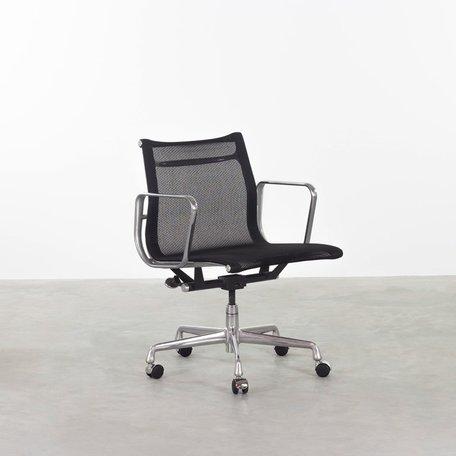 Eames EA117 (EA335) zwart netweave Herman Miller