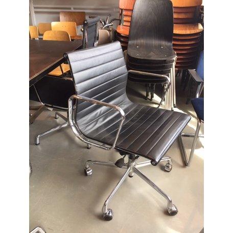 Eames EA117 bureaustoel zwart leer Vitra