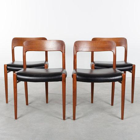 N.O. Moller stoelen (4) en tafel model 75 teak en leer