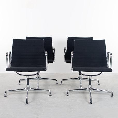 Eames EA108 stoelen (set van 4) Vitra