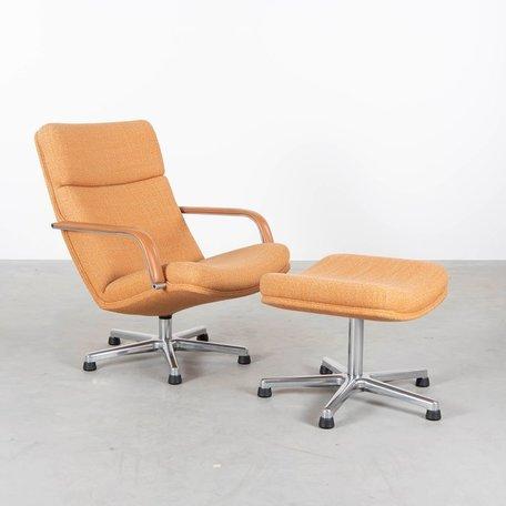 Geoffrey Harcourt F142 fauteuil met voetenbank Artifort