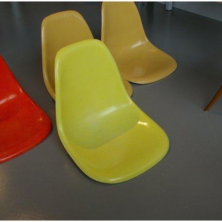 Charles and Ray Eames Fiberglass chair - Lemon Yellow