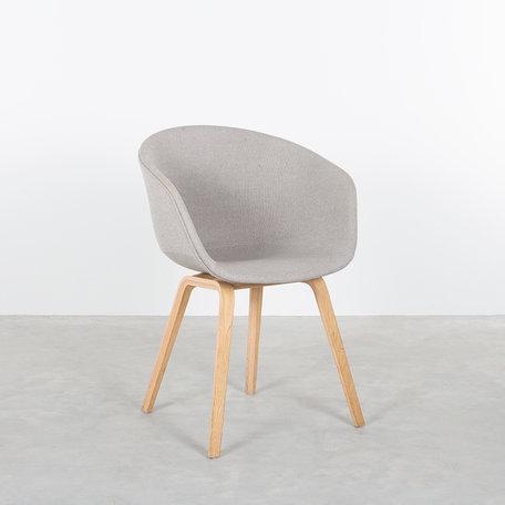 Hay about a chair  bekleed hallingdal lichtgrijs/bruin