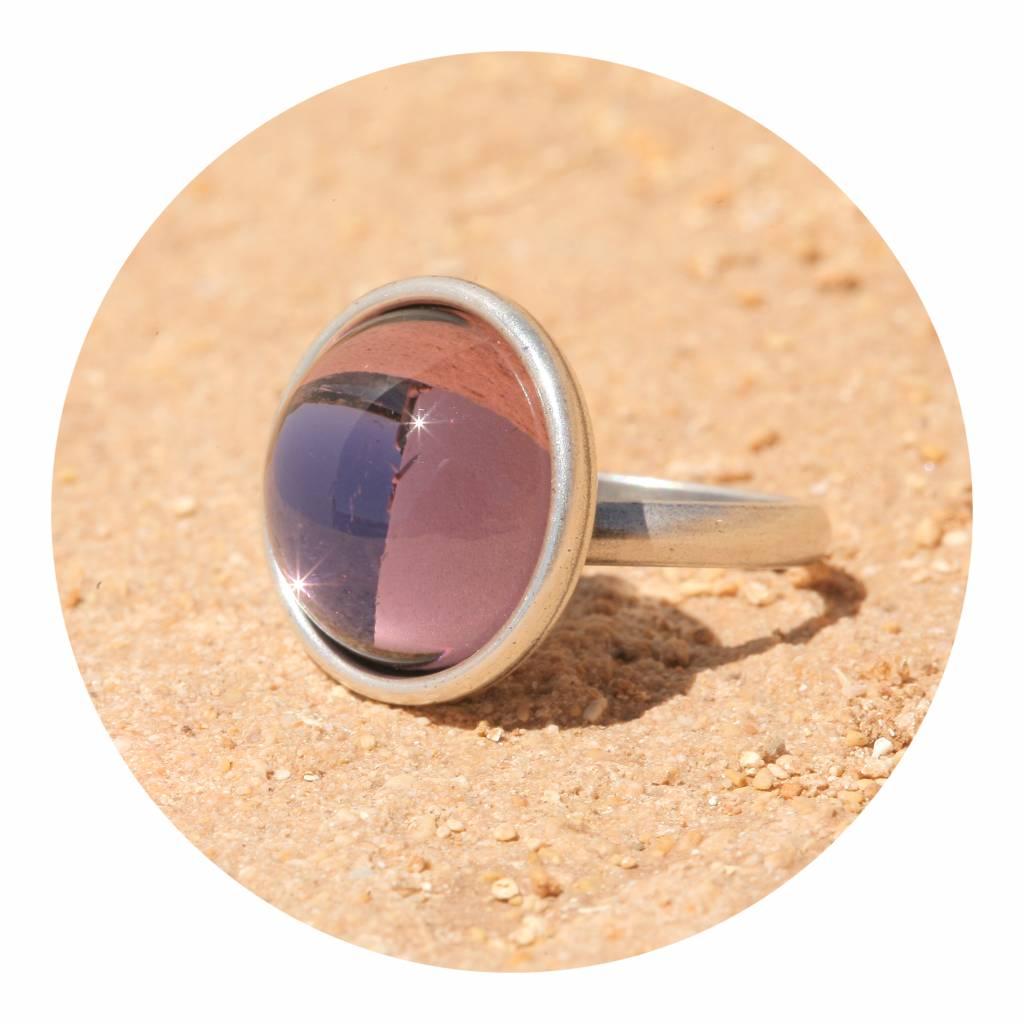 artjany Ring mit einem Cabochon in neorose