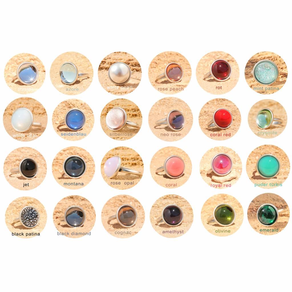 artjany Ring mit einem Cabochon in crystal