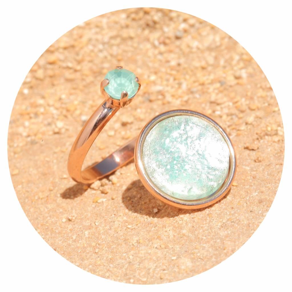 artjany Ring mit einem Cabochon und einem Kristall in mint