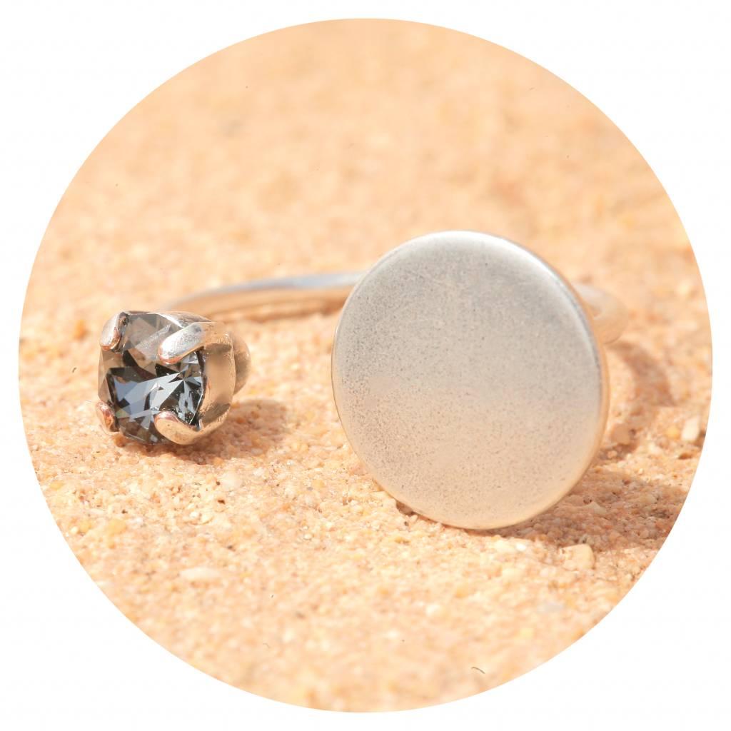 artjany Ring mit einem Kristall in silver night