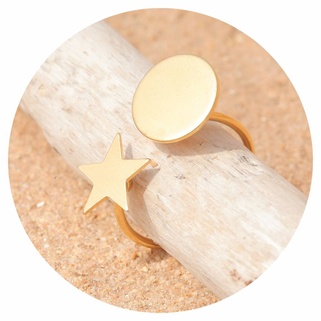 artjany Ring mit einem kreis & einem stern in gold
