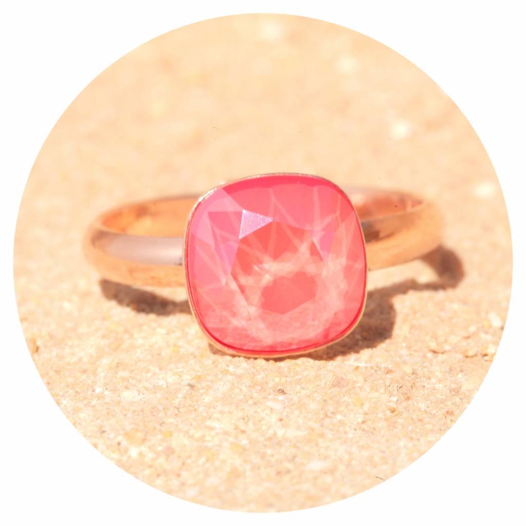 artjany Ring mit einem Kristall in light coral