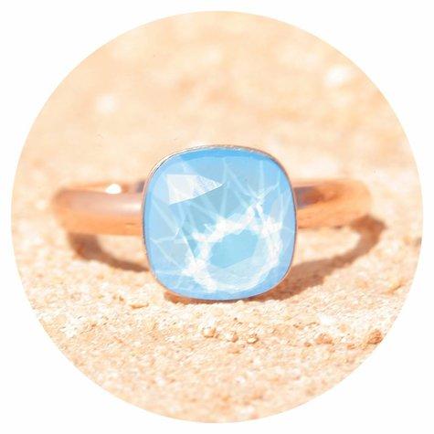 artjany Ring mit einem Kristall in summer blue