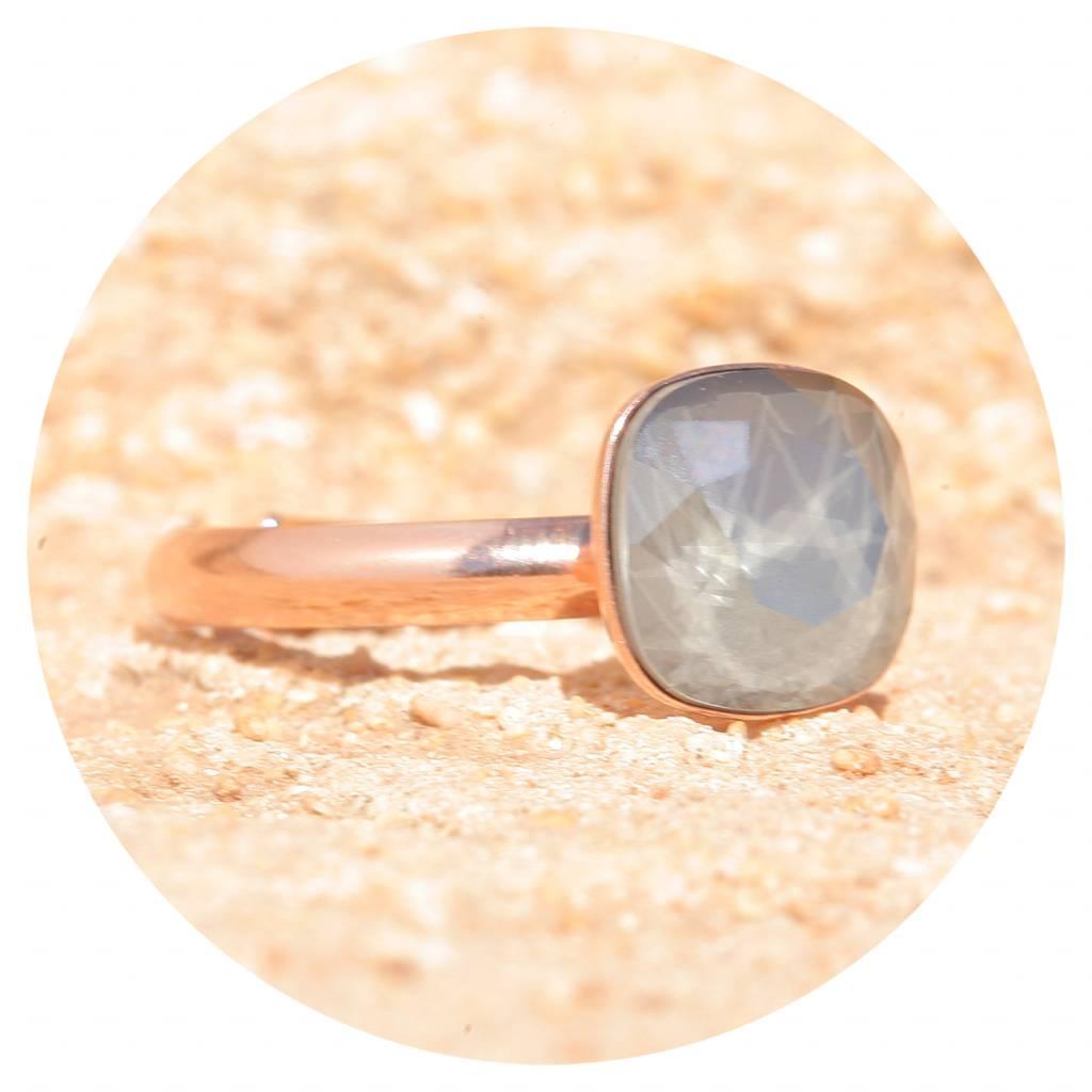 artjany Ring mit einem Kristall in royal grey