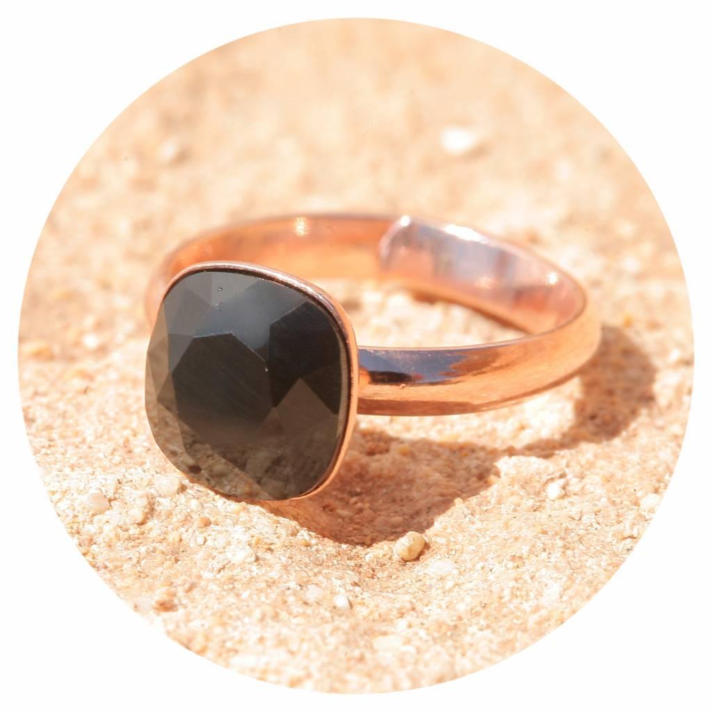 artjany Ring mit einem Kristall in jet