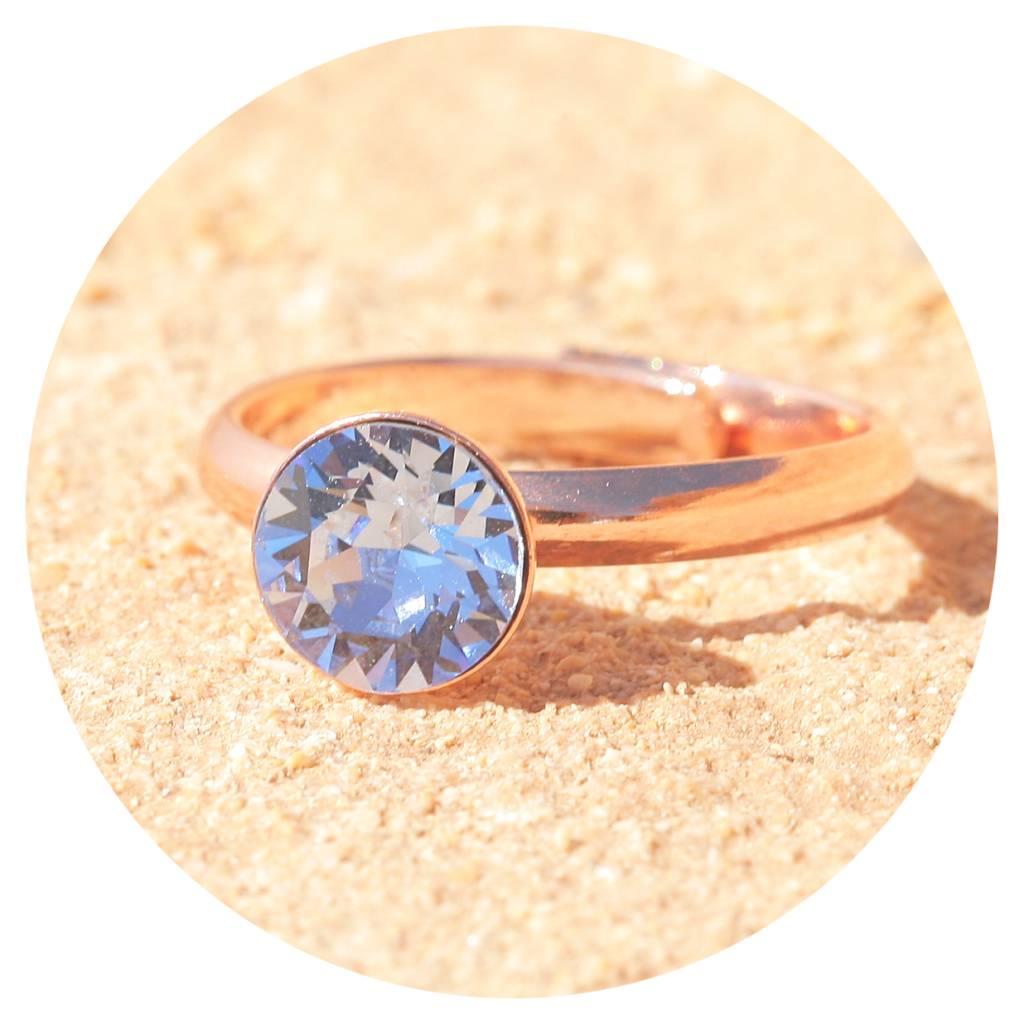 artjany Ring mit einem crystal in light sapphire
