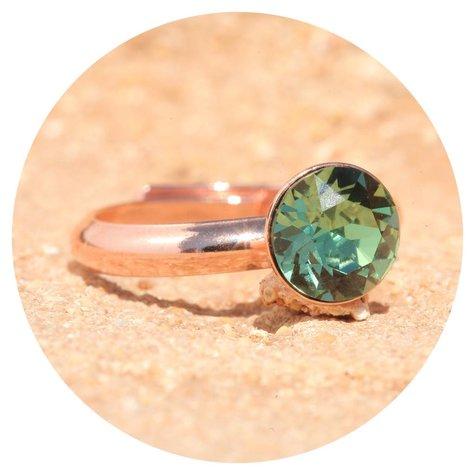 artjany Ring mit einem crystal in erinite
