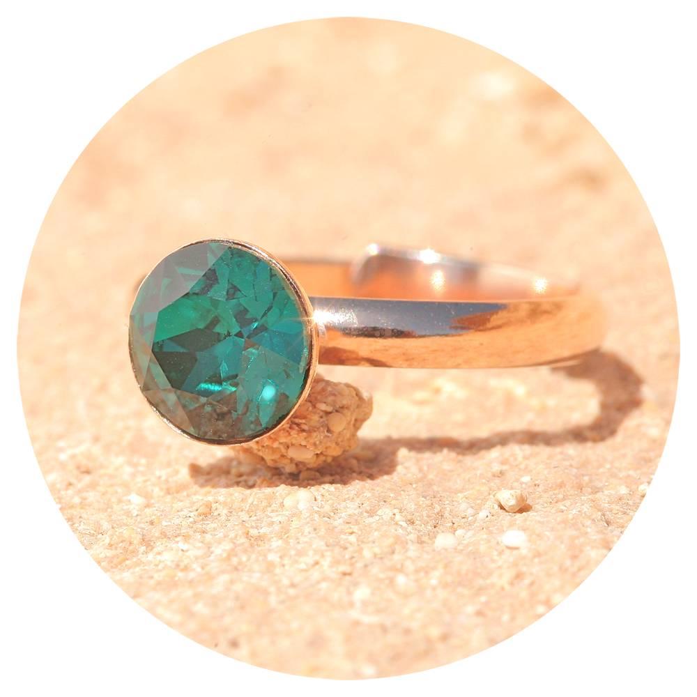 artjany Ring mit einem crystal in emerald