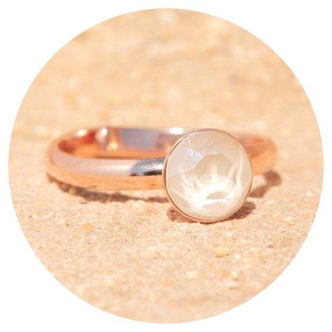 artjany Ring mit einem crystal in royal ivory