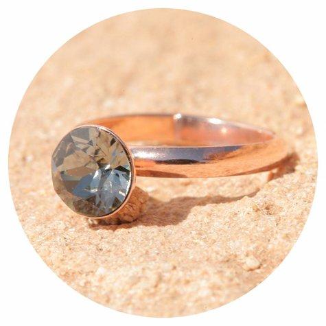 artjany Ring mit einem crystal in black diamond