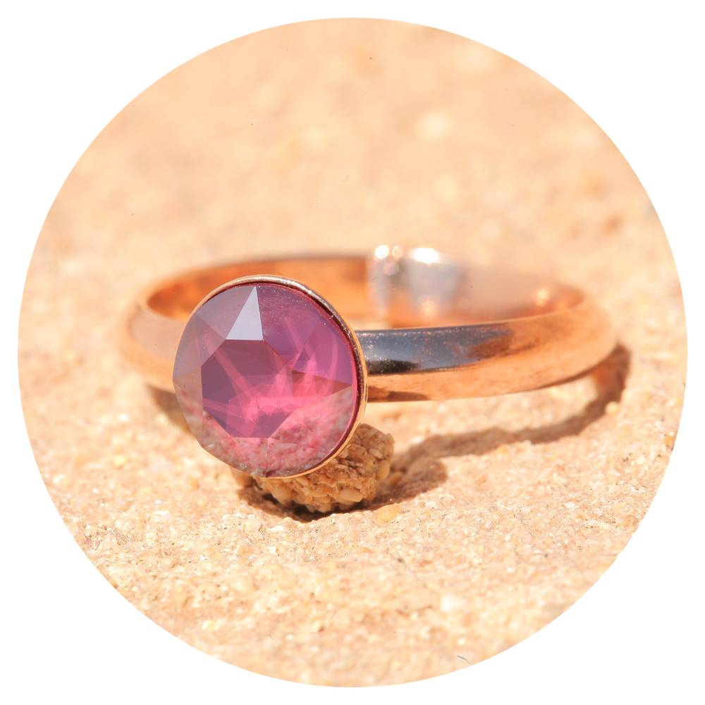 artjany Ring mit einem crystal in royal dark red