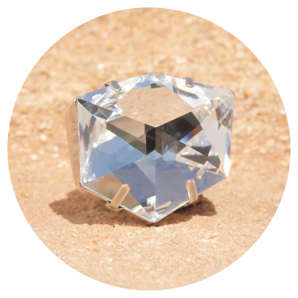 artjany Ring mit einem crystal designed by Chris Bangle