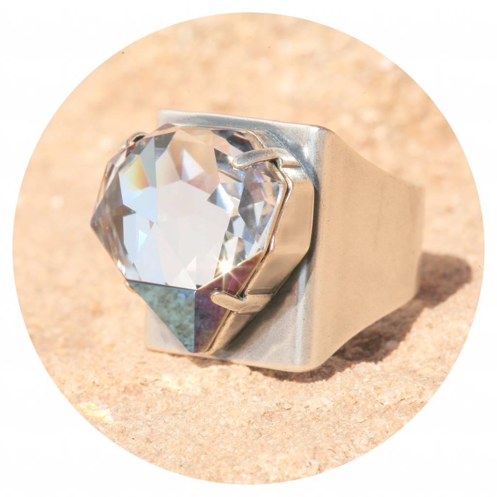 artjany Ring mit einem crystal designed by Chris Bangle in crystal bermuda
