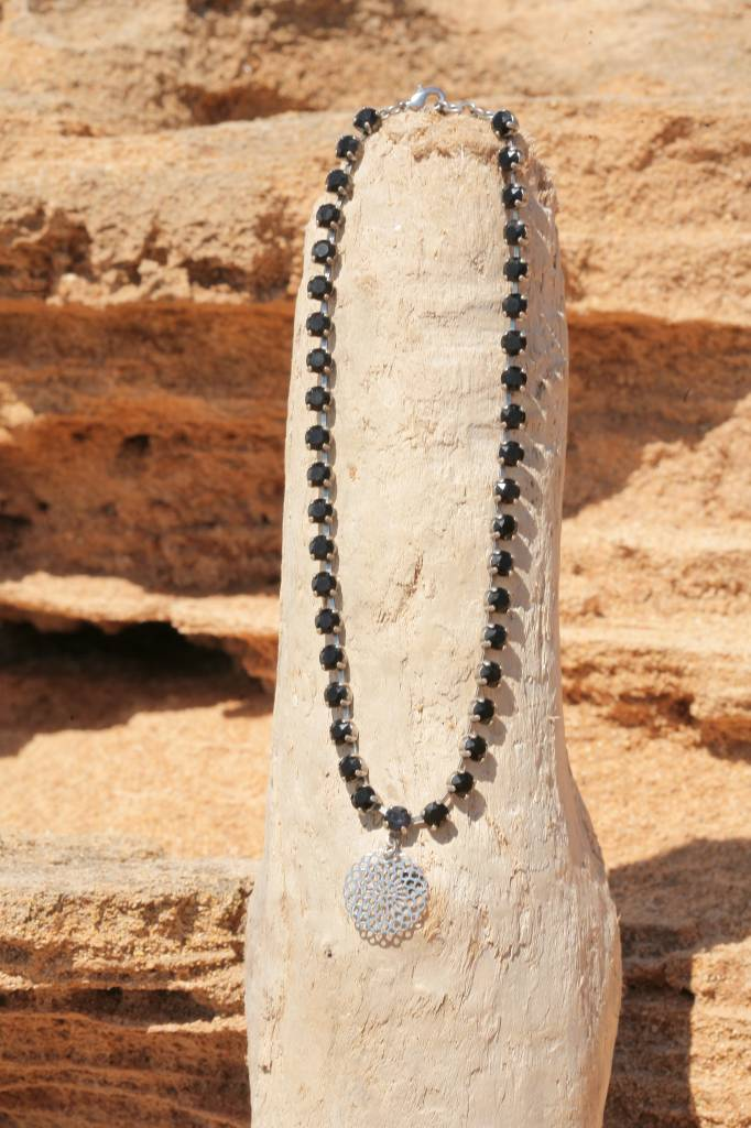 artjany Mandala Collier mit crystals in jet