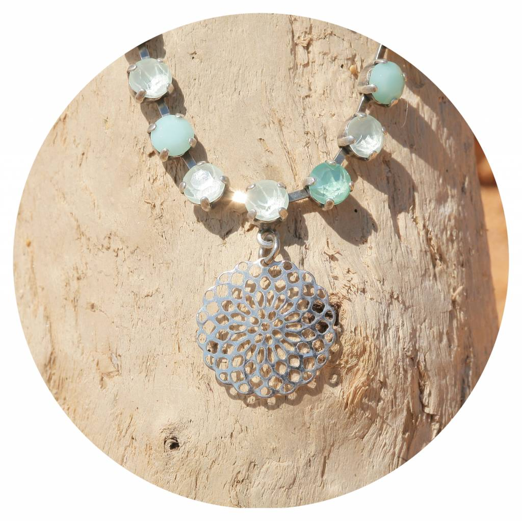 artjany Mandala Collier mit crystals in powder green mix