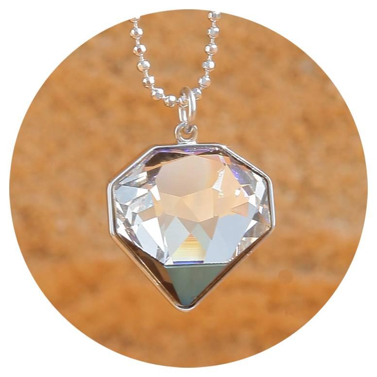 artjany Kette mit einem geschliffenen Kristall in crystal  bermuda