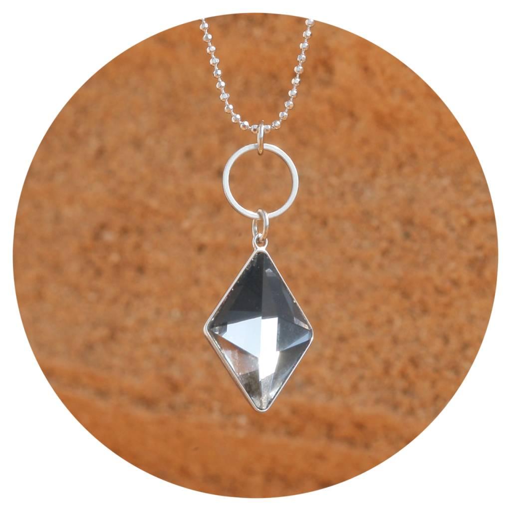 artjany Kette mit einem geschliffenen Kristall in crystal  moroda