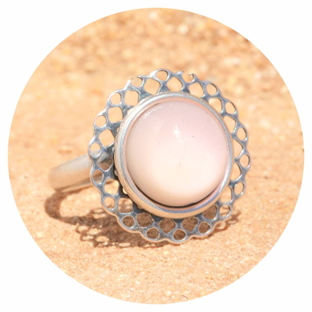 artjany Mandala Ring mit einem Cabochon in puderrose