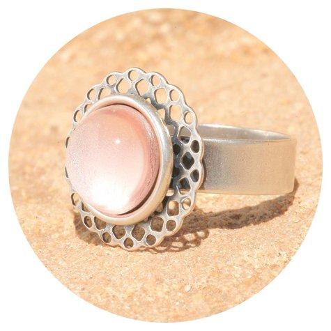 artjany Mandala Ring mit einem Cabochon in silberrose