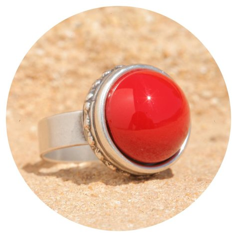 artjany Ring mit einem Cabochon in coral red - Copy