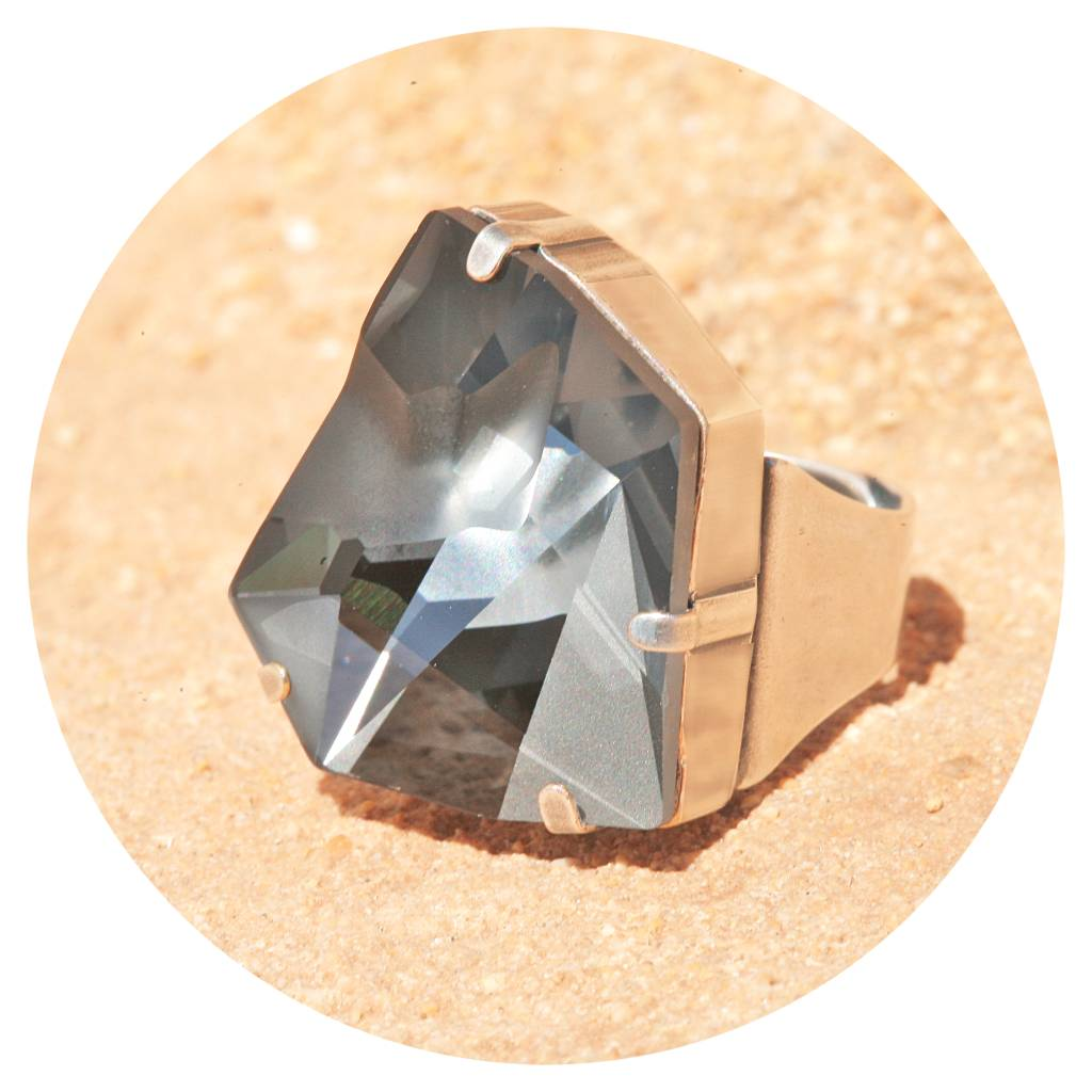 artjany Ring mit einem crystal designed by Jean Paul Gaultier in silver night